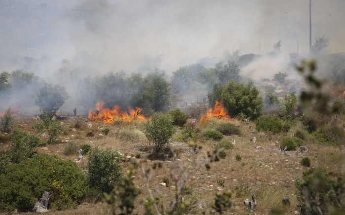 Pockets of flames continue to burn in Scarborough near Cape Town. Picture: Cindy Archillies/EWN