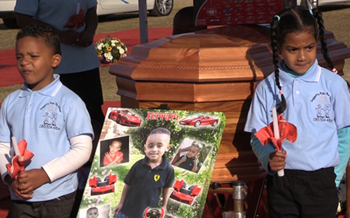 FILE: Children hold candles next to Taegrin Morris' casket during his funeral, Saturday 26 July 2014. Picture: Vumani Mkhize/EWN.