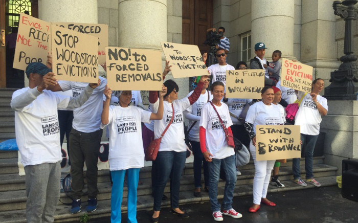Bromwell Street residents protest against their evictions. Picture: Monique Mortlock/EWN.
