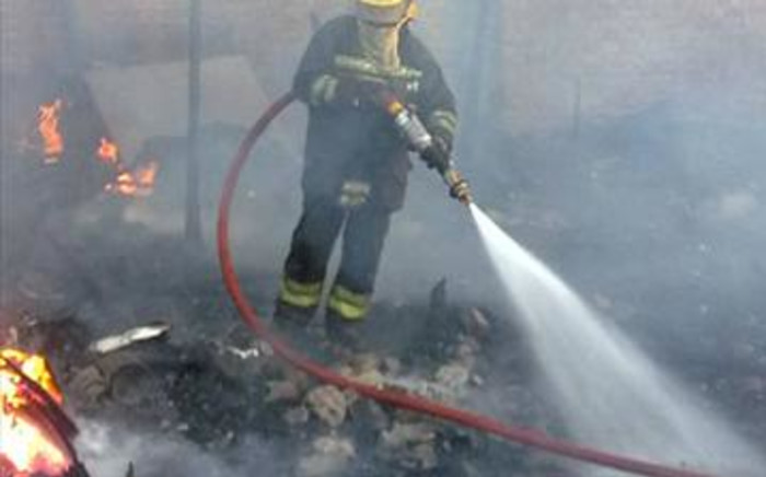 FILE: A firefighter douses flames at a Cape Town informal settlement. Picture: Regan Thaw/EWN