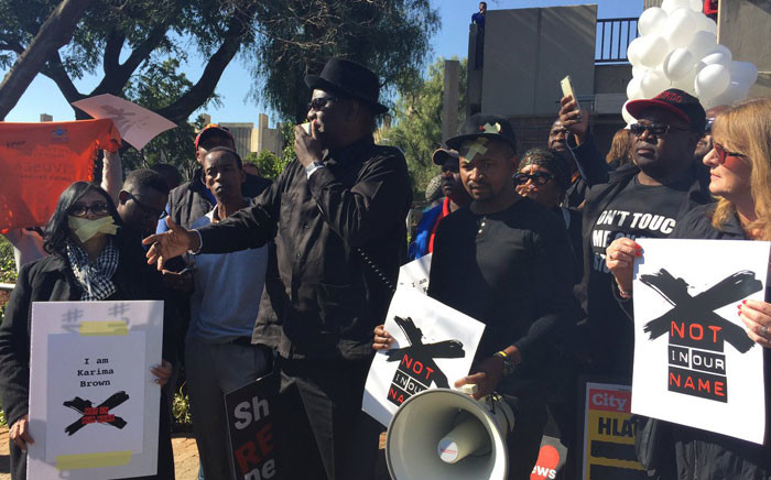 FILE: Former Cosatu General Secretary Zwelinzima Vavi joined the picket outside the SABC offices in Auckland Park today calling for an end to censorship. Picture: Christa Eybers/EWN.