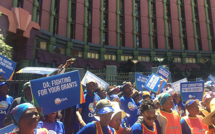Hundreds of DA members marched on the capital earlier on Friday, where they delivered a memorandum of demands to Social Development Minister Bathabile Dlamini's office. Picture: Thando Kubheka/EWN