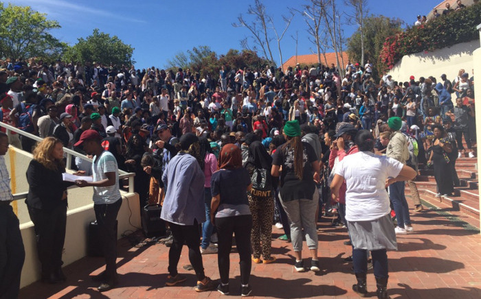 FILE: Protesting Stellenbosch University students gather outside campus. Picture: Monique Mortlock/EWN.