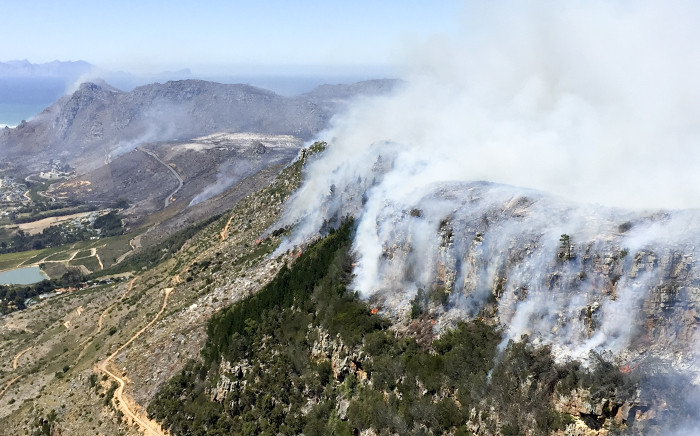 The fire seen spreading over the Muizenberg mountains of the Cape Peninsula on 2 March 2015. Picture: Aletta Gardner/EWN.