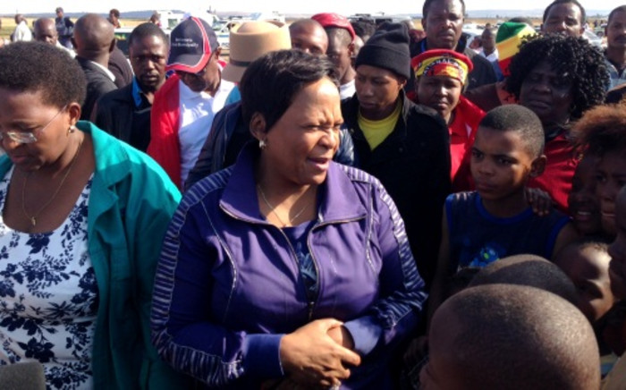Gauteng Premier Nomvula Mokonyane addresses resident of Bekkersdal during ongoing service delivery protests on 25 October 2013. Picture: Sebabatso Mosamo/EWN