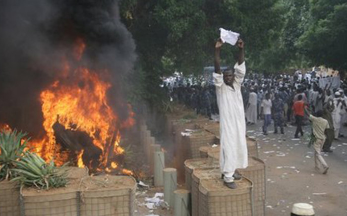 Sudanese protestors storm into the German embassy in Khartoum to demonstrate against a film which talks about Prophet Mohammad on 14 September, 2012. Picture: AFP.