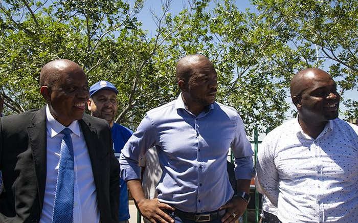 Herman Mashaba, DA leader Mmusi Maimane and Solly Msimanga during a walkabout in Diepsloot. Picture: Kayleen Morgan/EWN