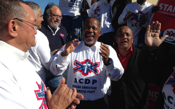 African Christian Democratic Party (ACDP) President Kenneth Meshoe, along with a band of party members and supporters, are painting the streets of Paarl East white, blue and red Picture: Lauren Isaacs/EWN.