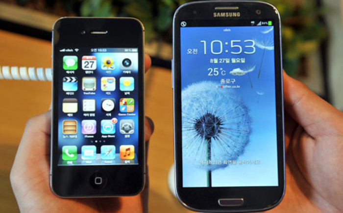 iPhone vs Samsung. Picture: Eyewitness News.