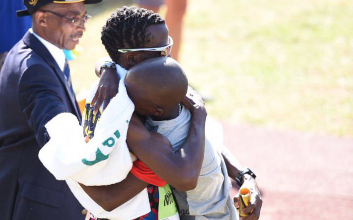 Bongmusa Mthembu hugging his son after winning the 2017 Comrades Marathon on 4 June 2017. Picture: @TeamVitalitySA/Twitter