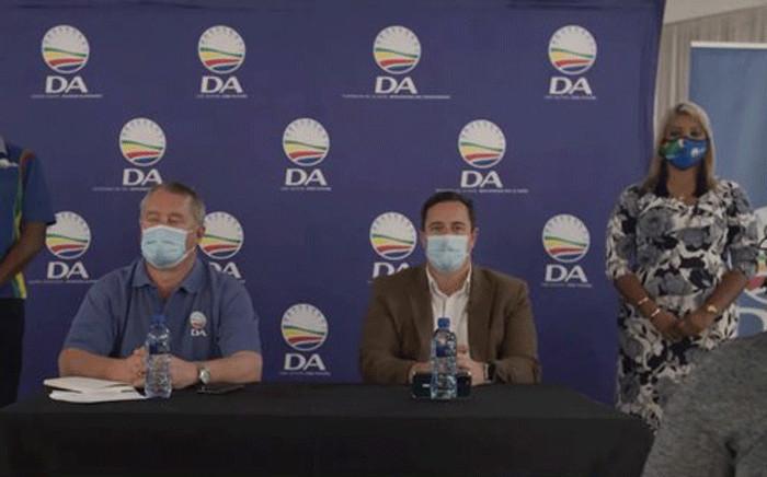 DA leader John Steenhuisen (middle) in Phoenix, Durban, on 3 August 2021. Picture: @Our_DA/Twitter.