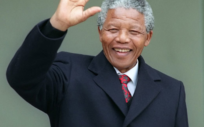 Nelson Mandela waves as he arrives at the Elysee Palace in Paris, 7 June 1990. Picture: AFP.