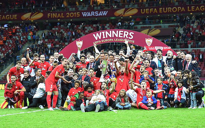 Sevilla FC lifted the trophy for a record fourth time after beating Dnipro Dnipropetrovsk 3-2.