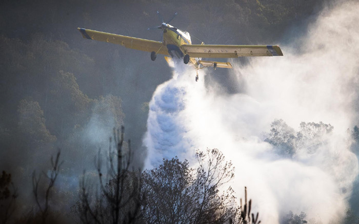 About 100 firefighters were deployed to assist the Garden Route Municipality and the Southern Cape FPA in containing the Vermaaklikheid Fire. Picture: @wo_fire/Twitter.