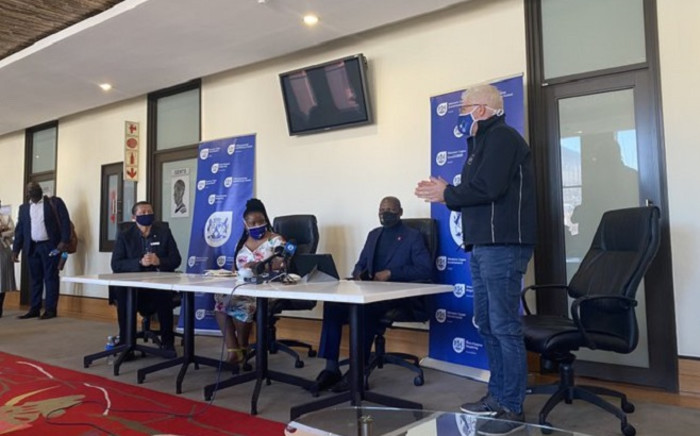 Health Minister Dr Zweli Mkhize, Western Cape Premier Alan Winde, and provincial Health MEC Nomafrench Mbombo at a press briefing on 9 May 2020 on the province's COVID-19 response. Picture: Shamiela Fisher/EWN