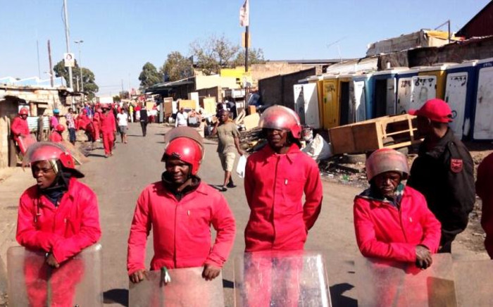 FILE: The Red Ants line up during an eviction in Alexandra, Johannesburg, on 4 June 2014. Picture: EWN