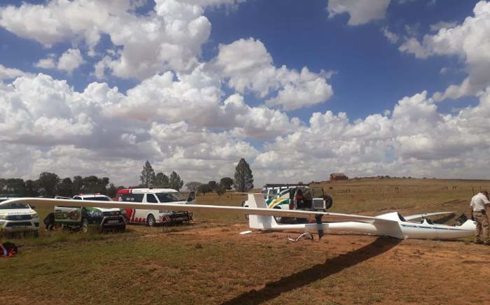 Two men, believed to be in their 50s, were left critically injured on 4 January 2019 following a glider crash in a field near Swanepoel Street in Bloemfontein. Picture: @ER24EMS/Twitter