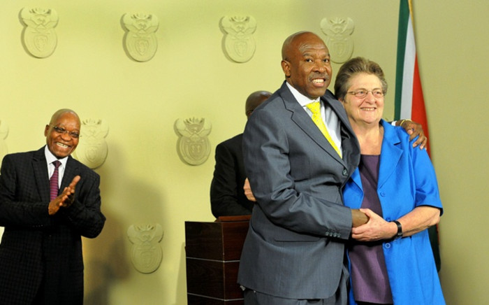 Lesetja Kganyago is congratulated by outgoing SA Reserve Bank governor Gill Marcus (R) after it was announced by President Jacob Zuma (L) that he will become the new SA Reserve Bank governor in Pretoria on Monday, 6 October 2014. Picture: Sapa.