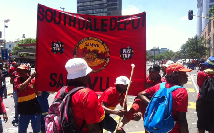 Pikitup employees affiliated to Samwu embarked on an unprotected strike through the streets if Johannesburg.Picture: Kgothatso Mogale/EWN.
