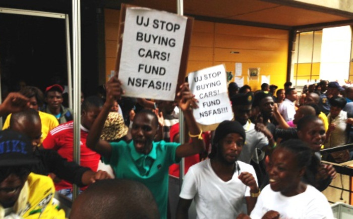 FILE: A group of students at the University of Johannesburg protest the lack of NSFAS funding, 27 January 2014. Picture: EWN.
