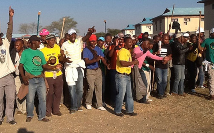 Miners sing and dance as they arrive at a mass meeting at the Karee shaft on 16 May 2013. Picture: Gia Nicolaides/EWN