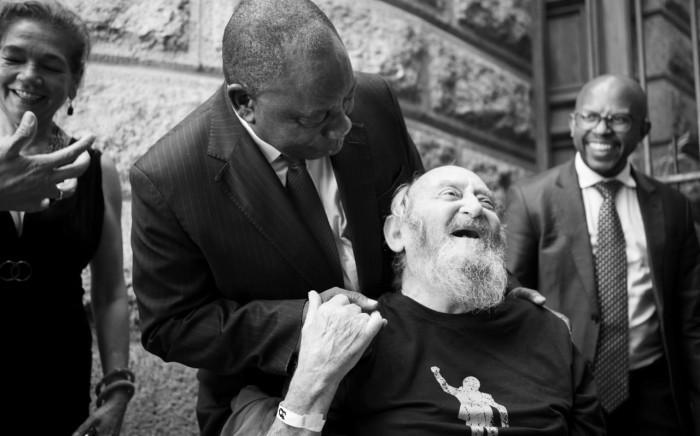FILE: Denis Goldberg and President Ramaphosa. Image: Nelson Mandela Foundation