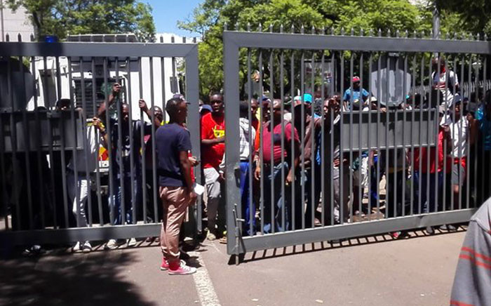 FILE: Police have denied students access onto the University of Pretoria campus on 12 January 2016. Picture: Kgothatso Mogale/EWN.