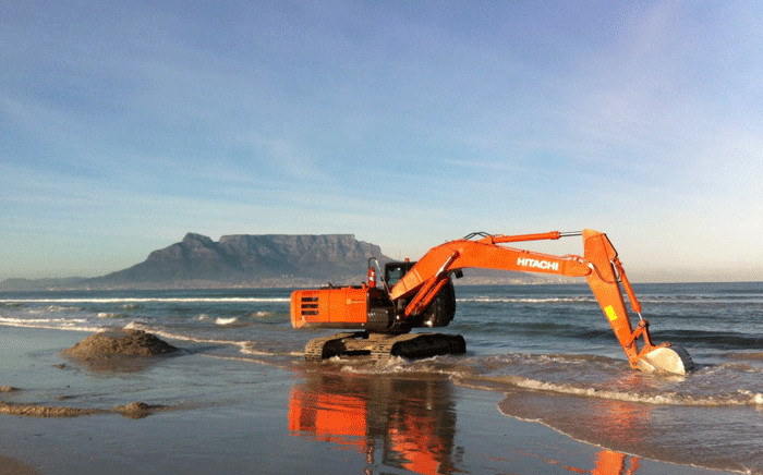 An excavator pictured at Bloubergstrand. Maritime archeologist and historian Bruno Werz says he is 95% sure that they have found South Africa's most significant shipwreck, The Haarlem, on Blouberg's shores. Picture: AIMURE/Bruno Werz