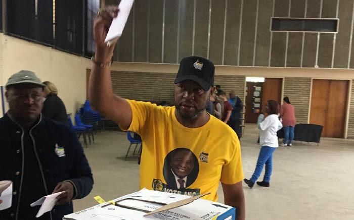 The ANC's Gauteng secretary Jacob Khawe casts his ballot at Emfuleni voting station on 8 May 2019. Picture: EWN