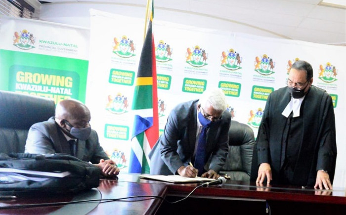 KwaZulu-Natal Premier Sihle Zikalala (left) watches as Ravi Pillay (centre) is sworn in as Economic Development, Tourism and Environmental Affairs MEC on 17 November 2020. Picture: @kzngov/Twitter