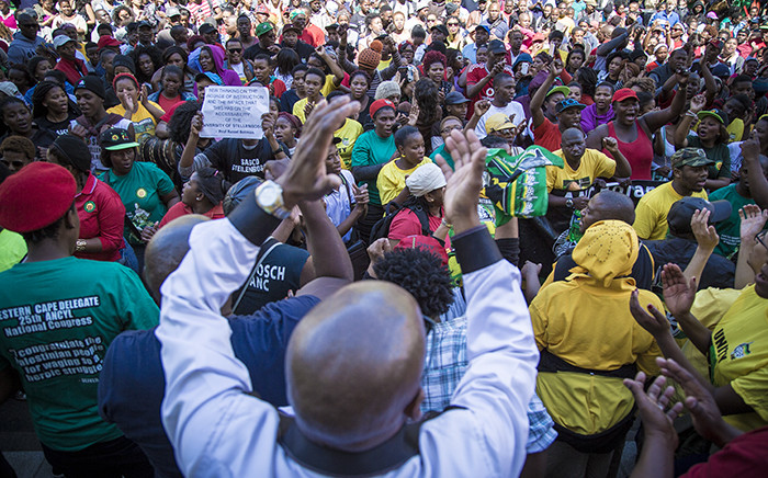 FILE: Members of Sasco crowd outside the University of Stellenbosch's admin buildings where they congregated to deliver a memorandum on transformation to the Vice Chancellor. Picture: EWN