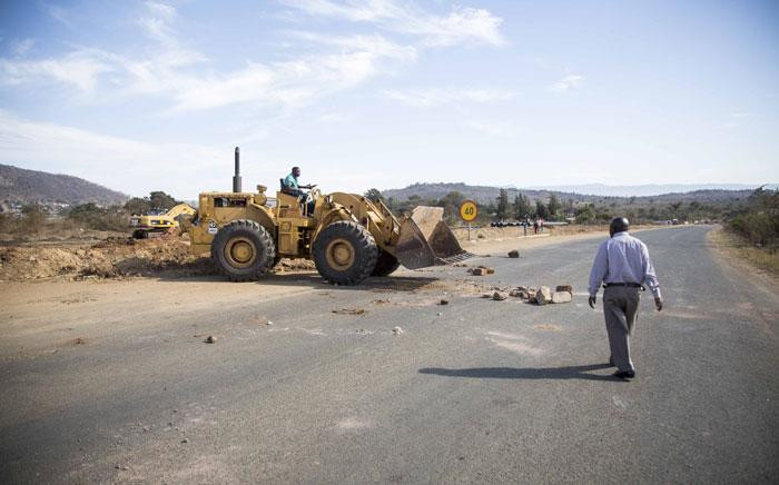 A bulldozer clears protest debris from the road in Masiya, Vuwani in Limpopo. Picture: Thomas Holder/EWN