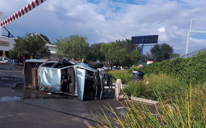 A scene of an accident in Johannesburg South that claimed the life of a man on 8 December 2018. Picture: ER24.