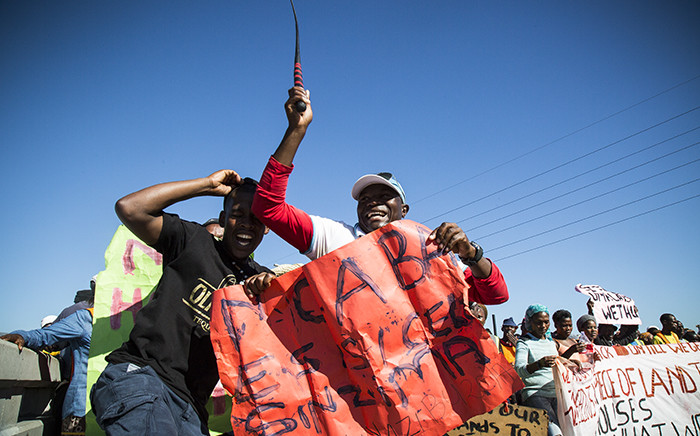 Nearly 1,000 protesters made their way across the N1 at Century City towards the station on their way into town demanding their own land from the city. Picture: Thomas Holder/EWN.