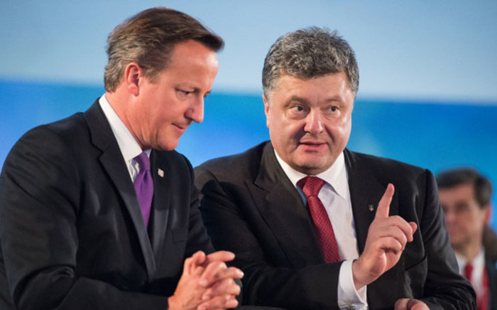 Britains Prime Minister David Cameron (L) talks with Ukraines President Petro Poroshenko during a working session on Ukraine on the first day of the NATO 2014 summit at the Celtic Manor Hotel in Newport, South Wales, on 4 September 2014. Picture: AFP.