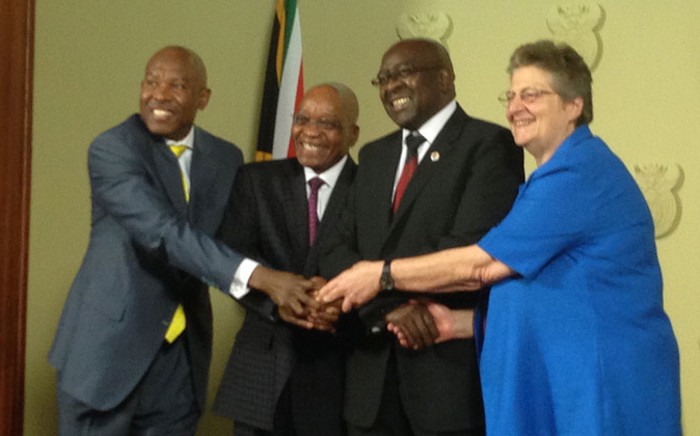 Newly appointed Sarb governor Lesetja Kganyago joins hands with president Jacob Zuma, Finance Minister Nhlanhla Nene and outgoing governor Gill Marcus on 6 October 2014. Picture: Reinart Toerien/EWN.