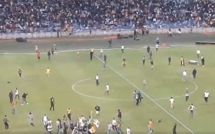 Kaizer Chiefs invaded the pitch and severely beat up a security guard on Saturday night following the team's loss to the Free State Stars in the Nedbank Cup. Picture: Screengrab