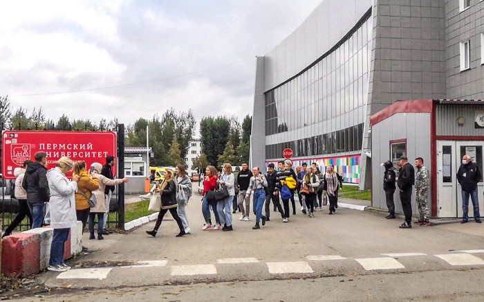 Students evacuate a building of the Perm university campus in Perm on September 20, 2021 following a shooting. A student opened fire on a university campus in central Russia on September 20, 2021 killing at least eight people, investigators said, in the second mass shooting at an education facility this year. Picture: Olga Yushkova / AFP