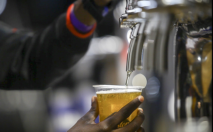 A bartender pours a draught beer. Picture: Thomas Holder/EWN