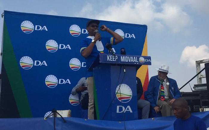 "Midvaal Mayor Bongani Baloyi addressing the crowd at the DA's election manifesto. Picture: Masa Kekana/EWN."""