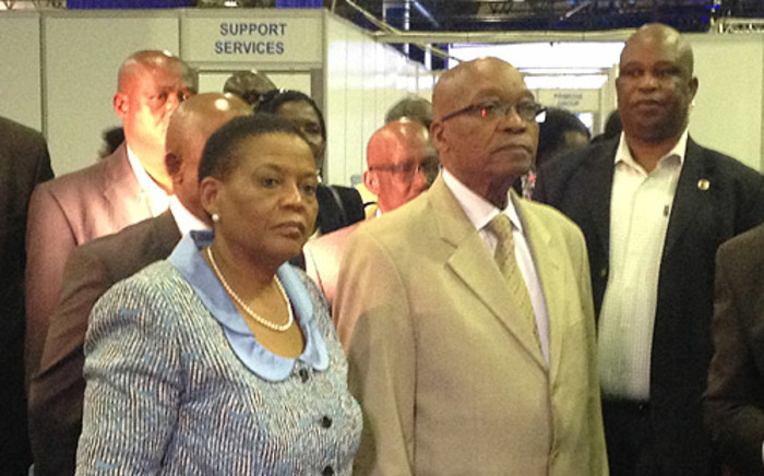 FILE: Former IEC chair Pansy Tlakula and President Jacob Zuma inspect the national election centre at its opening in Pretoria ahead of the 2014 elections on 30 April 2014. Picture: Reinart Toerien/EWN.