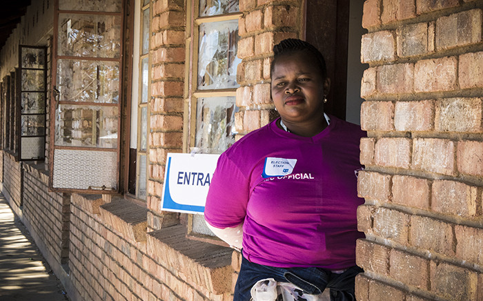 FILE: An IEC official stands at a voting station door. Picture: Thomas Holder/EWN.