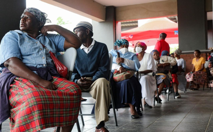 The elderly practice social distancing while waiting to collect their Sassa grants from Diepsloot mall on 30 March 2020. Picture: Kayleen Morgan/EWN