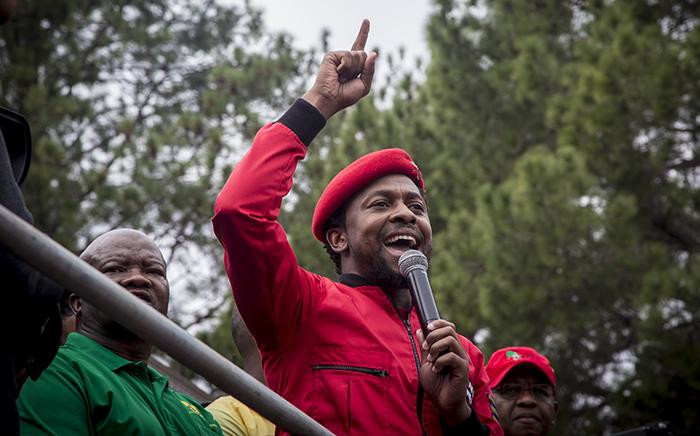 The EFF's Mbuyiseni Ndlozi addresses hundreds of protesters on the stage of the Day of Action march against the leadership of President Jacob Zuma in Pretoria on 12 April, 2017. Picture: Reinart Toerien/EWN