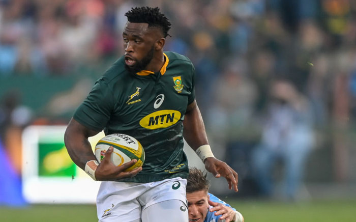 Springbok flanker Siya Kolisi evades a tackle from Argentina wing Sebastian Cancelliere (R) during their 2019 Rugby Union World Cup warm-up match at the Loftus Versfeld Stadium in Pretoria, on August 17, 2019. Picture: AFP.