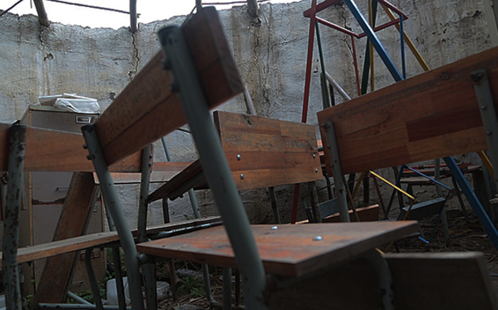 FILE: Abandoned desks and chairs in an empty classroom at the Magila Senior Primary School in the Eastern Cape. Picture: EWN
