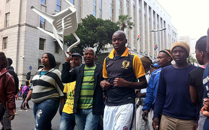 Housing protesters make their way in the Cape Town CBD on 30 October 2013. Picture: Graeme Raubenheimer/EWN