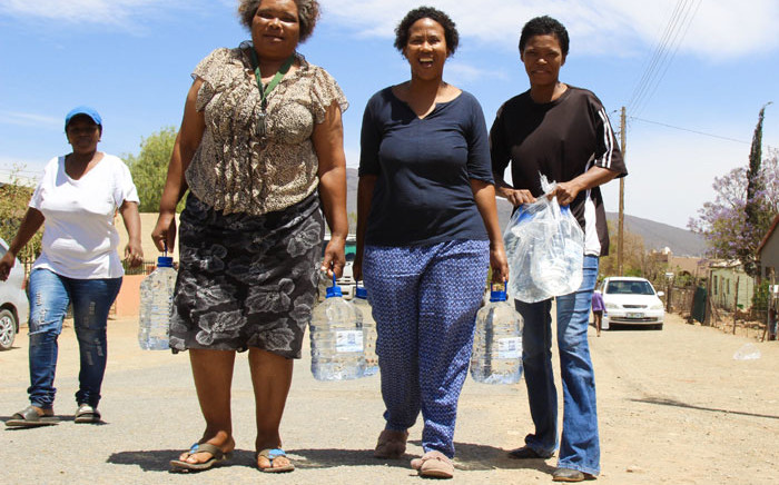Residents of Kroonvale in Graaff-Reinet were relieved after receiving water from the Gift of the Givers on 20 November 2019. Picture: Kaylynn Palm/EWN