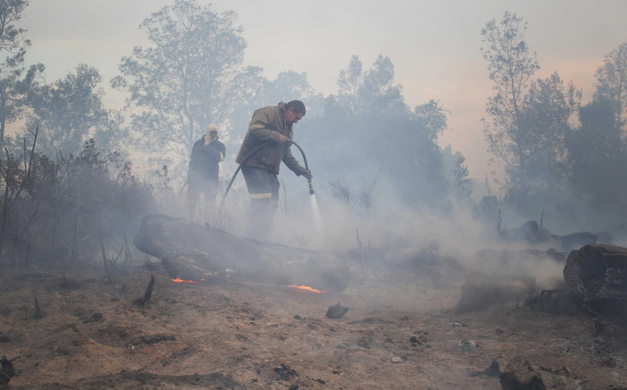 FILE: Firefighters put out the last of the George wildfire that started a week ago. Picture: Bertram Malgas/EWN.