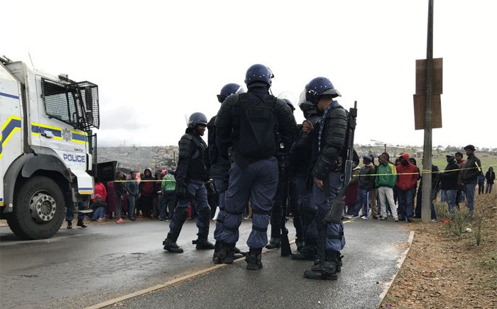 Caledon police maintain a heavy presence in Caledon where earlier on Thursday morning two people were killed following service delivery protests. Picture: Cindy Archillies/EWN